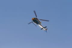 Supervisión de tráfico de la carretera del helicóptero Imagen de archivo libre de regalías