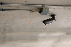 Supervisie 24 uur op 24 uur cameratoezicht met gesloten circuit op pool van de bureaubouw Veiligheidssysteem Stock Foto's