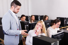 Supervisor scolding upset office worker Royalty Free Stock Photography