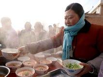 Supervisori culinari pieghi della Cina nella cottura Immagine Stock Libera da Diritti