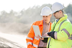 Supervisors using laptop at construction site Royalty Free Stock Photos