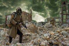 Superviviente nuclear de la apocalipsis Imagen de archivo libre de regalías