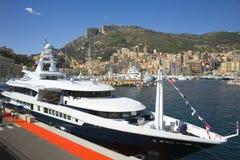 Superyacht chez le Monaco Photographie stock