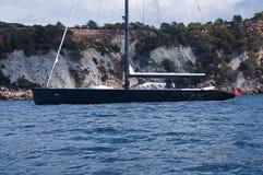 Superyacht de navigação luxuoso na Espanha de Ibiza fotos de stock