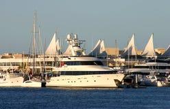 Superyacht en el Gold Coast Foto de archivo