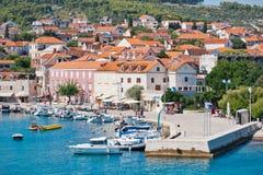 supetar town för hamn arkivbild