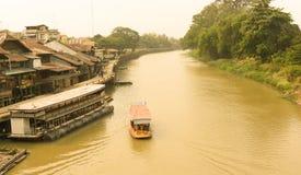 Suphan Buri, Thailand, im März 2015: Traditioneller Transport durch Boa lizenzfreie stockfotografie
