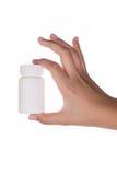 Suplementos de la tenencia de la mano o botella de la vitamina Foto de archivo
