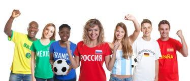 Suporte Cheering do futebol do russo com os fãs de outros países imagem de stock royalty free