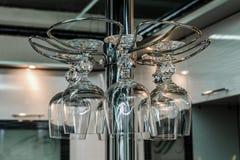 Suporte com vidros de vinho Fotografia de Stock