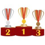 Suporte da honra com troféus dos esportes Suporte dos esportes com copos e medalhas Foto de Stock Royalty Free