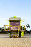 Suporte das salvas-vidas na praia sul Foto de Stock