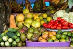 Suporte de frutas e legumes africano imagens de stock royalty free