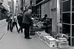 Suporte de notícia em New York City Imagens de Stock