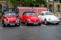Suporte de Volkswagen Beetle dos carros da economia em seguido Foto de Stock