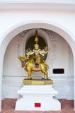 suporte do ??Buddha no boi do passeio de Brahma fotografia de stock
