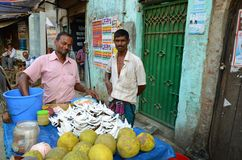 Suporte do alimento dos cocos em Dhaka Foto de Stock Royalty Free