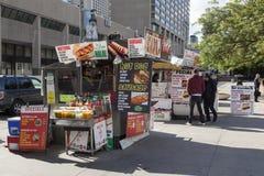 Suporte do cachorro quente na cidade de Toronto fotos de stock royalty free