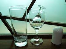 Suporte do copo bebendo e do Toothpick de vidro de vinho fotografia de stock royalty free