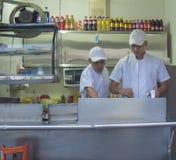 Suporte do fast food na rua imagens de stock royalty free