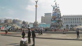 Suporte financeiro do recolhimento dos povos em Kiev video estoque