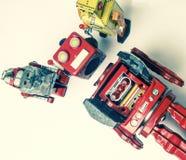 Suporte laboral do conceito; woth uma equipe da fixação dos robôs do vintage imagem de stock royalty free