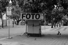 Suporte velho da foto na cidade de Goiania foto de stock royalty free