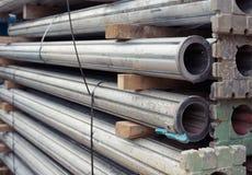 Suportes ajustáveis de aço tubulares do comprimento em um caminhão Fotos de Stock Royalty Free