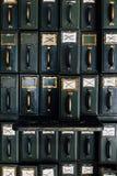 Suportes antigos do arquivo/compartimento - tribunal abandonado Fotografia de Stock