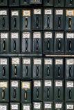 Suportes antigos do arquivo/compartimento - tribunal abandonado Foto de Stock