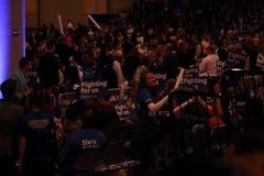 Suportes de Hillary Clinton com sinais Foto de Stock Royalty Free