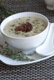 Suppe der grünen Erbse stockfoto