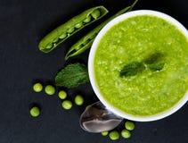 Suppe der grünen Erbsen Lizenzfreie Stockfotos