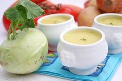 Suppe des Kohlrabis lizenzfreies stockfoto