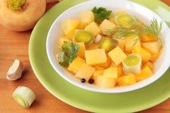 Suppe des Lauchs und der Rüben mit Knoblauch Stockfoto