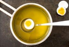 Suppe in einer Kasserolle Lizenzfreie Stockbilder