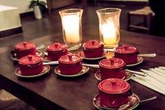 Suppe für 8 acht durch Kerzenlicht Stockbilder