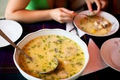 Suppe für das Mittagessen lizenzfreies stockfoto
