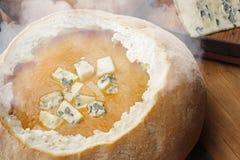 Suppe im Brot Lizenzfreies Stockfoto