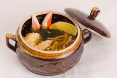 Suppe im Potenziometer lizenzfreie stockfotografie