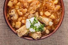 Suppe mit Bohnen und Schweinefleischrippen lizenzfreie stockfotografie
