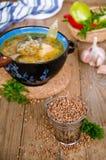 Suppe mit Buchweizengrützen Stockbild