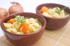 Suppe mit Nudeln Lizenzfreie Stockbilder