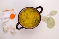 Suppe mit Speck und Knoblauch Stockfotos