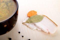 Suppe mit Speck und Knoblauch Stockbild