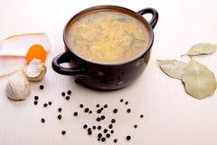 Suppe mit Speck und Knoblauch Lizenzfreies Stockfoto