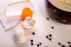Suppe mit Speck und Knoblauch Lizenzfreies Stockbild
