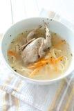 Suppe mit Wachteln Lizenzfreies Stockfoto