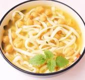 Suppe von Nudeln und von Kichererbsen Lizenzfreies Stockfoto