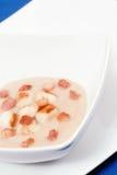 Suppe von Topinambur und Kamm-Muscheln Lizenzfreies Stockbild